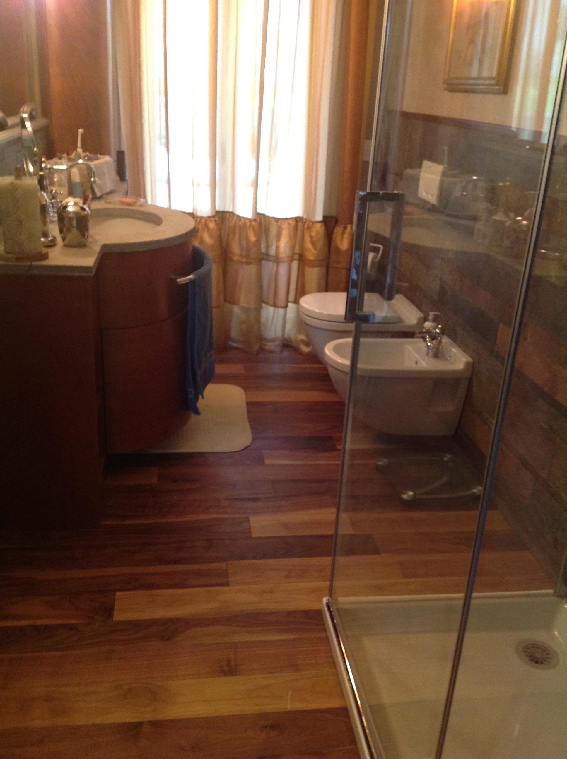 Pavimento legno per bagno excellent bagno parquet - Parquet in bagno consigli ...